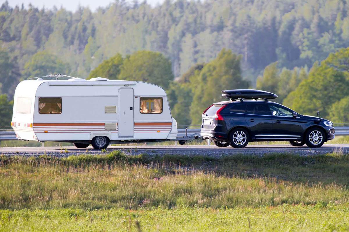 Parcela con Caravana (con coche)